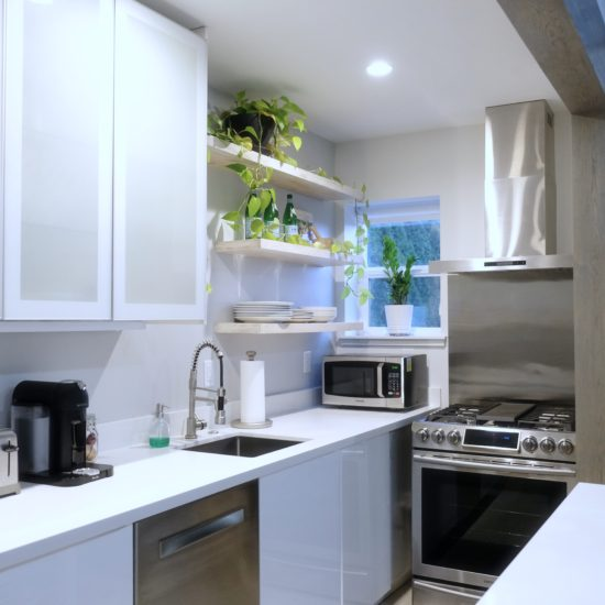 """alt=""""picture of the high end kitchen and appliances in the Luxury Guesthouse vacation rental in Portland"""""""