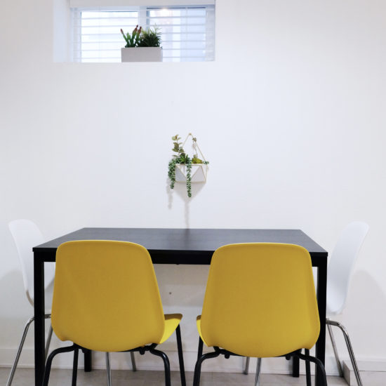 "alt=""picture of the bright dining room in the vacation rental holiday home Portland Lounge Pad in Oregon"""